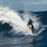 こんなのあり!?海や川の上を爆走するバイク!
