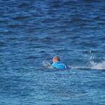超有名サーファーが大会中にサメに襲われた瞬間!でも、パンチして撃退!?