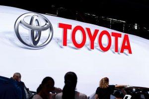 10月12日、トヨタ自動車とスズキは、両社の協力関係の構築に向けた検討を開始すると発表した。写真は9月29日、パリで撮影(2016年 ロイター/Benoit Tessier)